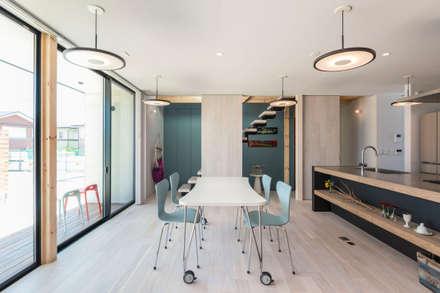 東員の家: ダトリエ一級建築士事務所 LLCが手掛けたダイニングです。
