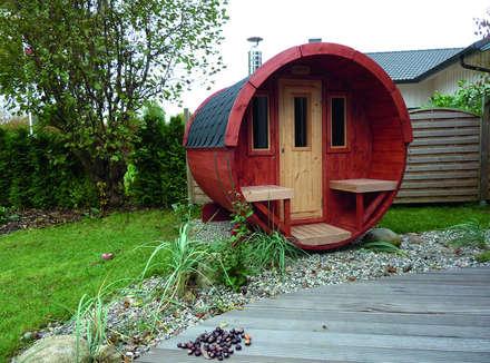 Fasssauna in schwedenrot: skandinavisches Spa von Gartenhaus2000 GmbH