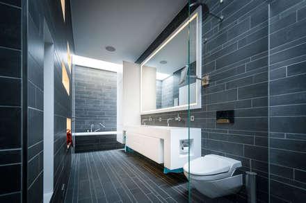 Einfamilienhaus in Brandenburg an der Havel - Badezimmer: moderne Badezimmer von SEHW Architektur GmbH