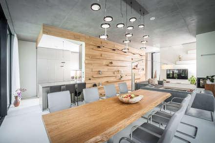 Einfamilienhaus in Brandenburg an der Havel - Essbereich: moderne Esszimmer von SEHW Architektur GmbH