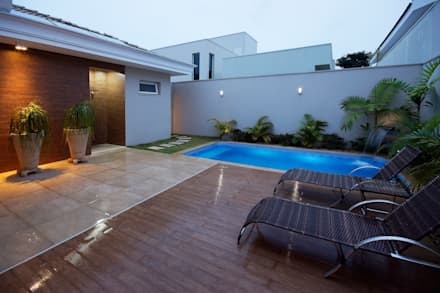สระว่ายน้ำ by Luciano Esteves Arquitetura e Design