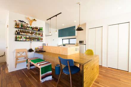 loop house: 株式会社スタジオ・チッタ Studio Cittaが手掛けたダイニングです。