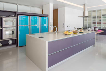 Residência LB - Carlos Bratke : Cozinhas minimalistas por Joana França