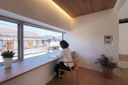 scandinavian Study/office by アトリエ スピノザ