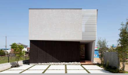 とおり庭の家: 一級建築士事務所 株式会社KADeLが手掛けた家です。