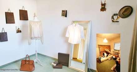 """home staging Projekt - Inszenierung Ankleideraum - """"Kleiderleuchte"""": ausgefallene Ankleidezimmer von Münchner home staging Agentur GESCHKA"""