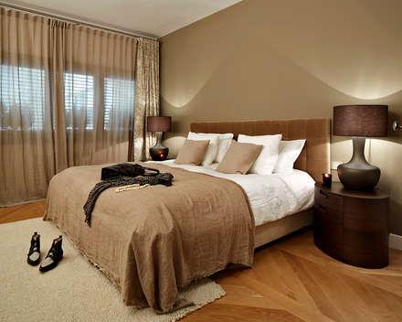 Piso Turó Parc, Barcelona: Dormitorios de estilo moderno de Deu i Deu
