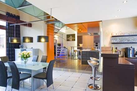 Habitation JSP: Salle à manger de style de style Moderne par VORTEX atelier d'architecture