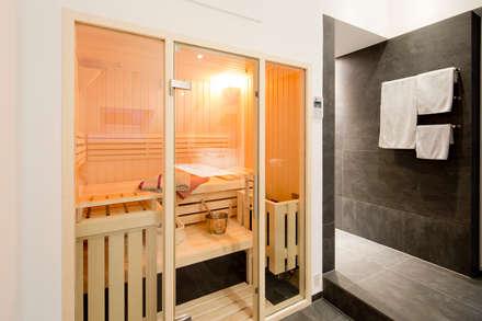 Sauna: minimalistisches Spa von Architektur Jansen