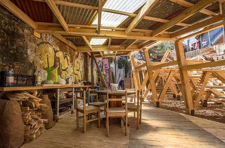 The kitchen: scandinavian Garden by Scarcity and Creativity Studio