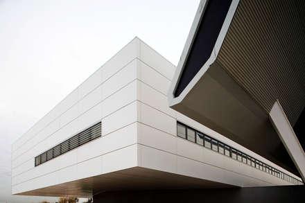 Hospital Universitario Sant Joan: Hospitales de estilo  de Eduardo Irago Fotografia