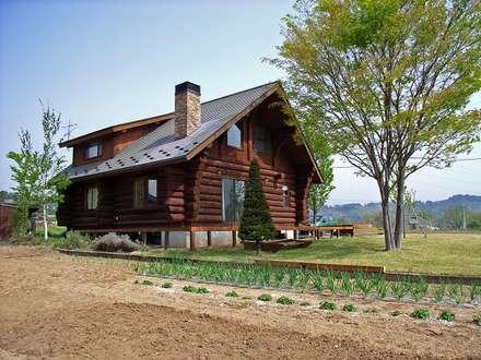 南側からの丸太小屋: Cottage Style / コテージスタイルが手掛けた家です。