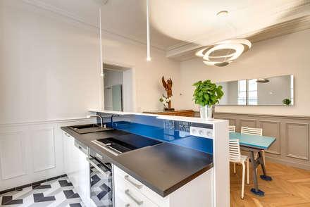 Cuisine Ouverte et salle à manger: Cuisine de style de style Moderne par ATELIER FB