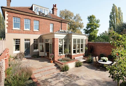 External View of Westbury orangery: modern Conservatory by Westbury Garden Rooms