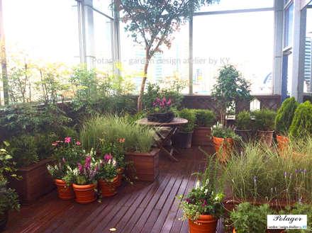 성수동 사무실 베란다 정원 디자인 및 시공 [Office Balcony Garden]: Potager의  베란다