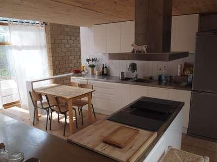 Nhà bếp by ABCDEstudio
