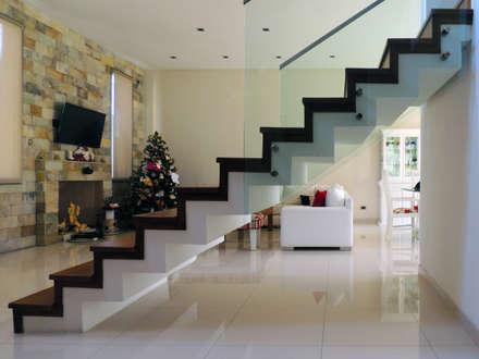 GRECO II HOUSE: Livings de estilo moderno por Carbone Fernandez Arquitectos