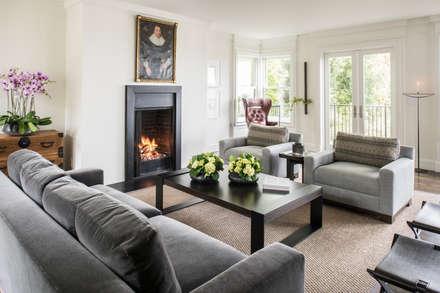 Casa em Sao Francisco - Pacific Heights: Salas de estar modernas por Antonio Martins Interior Design Inc