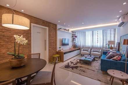 Cobertura Recreio dos Bandeirantes- RJ: Salas de estar modernas por Duplex Interiores