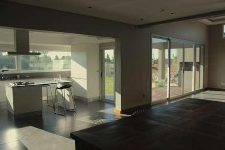 Comedores de estilo minimalista por JORGELINA ALVAREZ  I arquitecta I