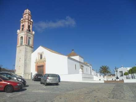 CASA DEL SALVADOR: Casas de estilo colonial de Estudio Raul Vela