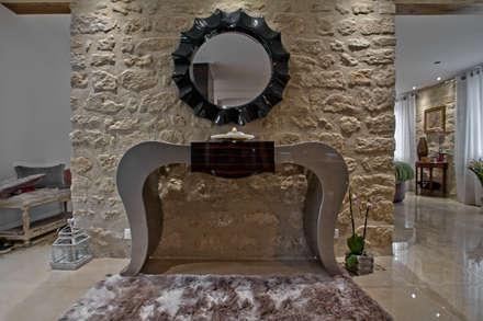 Petite table: Salon de style de style Moderne par LUSIARTE
