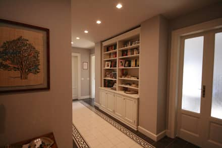 Ingresso: Ingresso & Corridoio in stile  di studiodonizelli