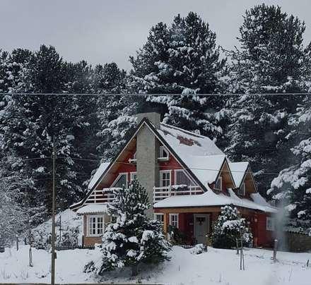 Casa in Legno: Case in stile in stile Rustico di Architetto Giovanni Marra Studio di Progettazione Integrata