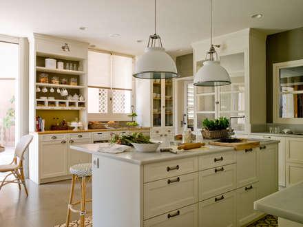 ห้องครัว by DEULONDER arquitectura domestica