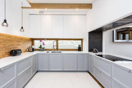 Dom w podwarszawskiej miejscowości: styl , w kategorii Kuchnia zaprojektowany przez Michał Młynarczyk Fotograf Wnętrz