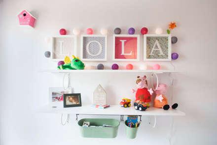 Habitación de Lola: Dormitorios infantiles de estilo moderno de demarcasueca