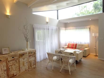Casa El Paso I: Livings de estilo moderno por ARRILLAGA&PAROLA