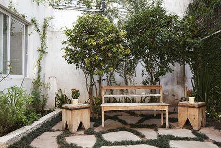 Residencia em Condomínio fechado: Jardins modernos por Lucia Helena Bellini arquitetura e interiores