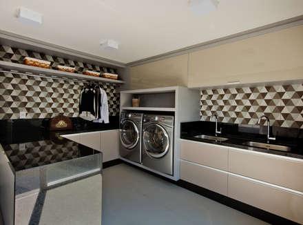 Lavanderia: Closets modernos por Espaço do Traço arquitetura