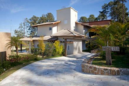Projeto Atibaia - SP: Casas modernas por Samy & Ricky Arquitetura