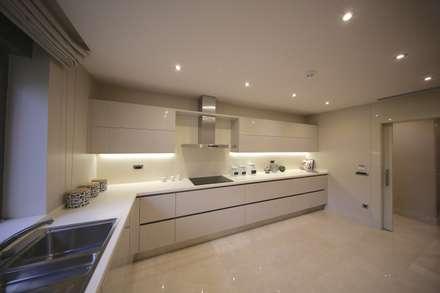 Kerim Çarmıklı İç Mimarlık – TEKNİK YAPI ÖRNEK DAİRE: modern tarz Mutfak