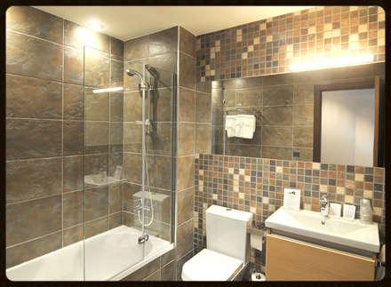 GALERÍA: Baños de estilo moderno de ENLUCIDOS SUR S.L