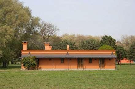 Loo Mapu: Casas de estilo rural por Aulet & Yaregui Arquitectos