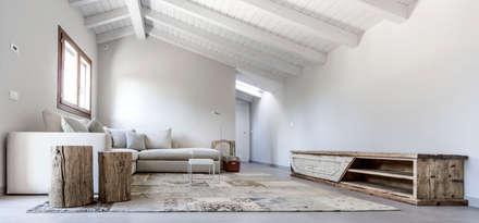 Appartamento Residenziale - Brianza 2015 : Soggiorno in stile in stile Eclettico di Galleria del Vento