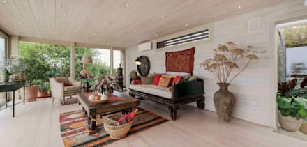 Interior Design e Progettazione | Villa I Gelsi: Soggiorno in stile in stile Coloniale di Studio Maggiore Architettura