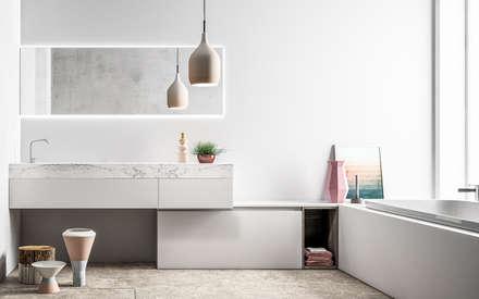Ambiente Bagno (C) - panoramica: Bagno in stile in stile Scandinavo di Nova Cucina
