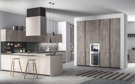 Ambiente Cucina (A) – panoramica: Cucina in stile in stile Scandinavo di Nova Cucina