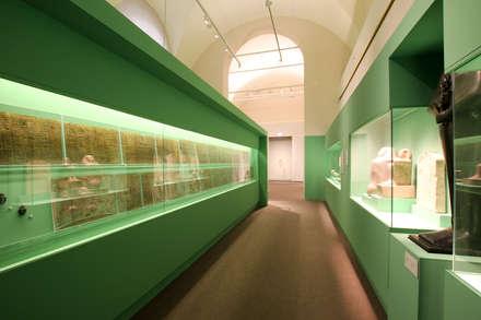 Il Museo Archeologico di Bologna riapre le porte.: Musei in stile  di Cartarredo Design Srl
