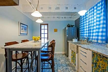 Cucina in stile in stile Rustico di Studio Boscardin.Corsi Arquitetura