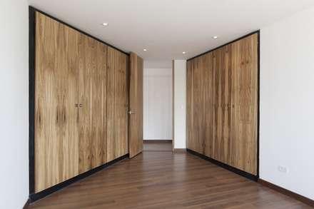 Remodelación de Apartamentos: Habitaciones de estilo clásico por ODA - Oficina de Diseño y Arquitectura