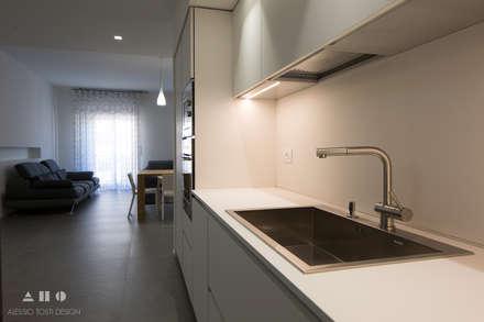 viavenezia: Cucina in stile in stile Minimalista di ALESSIO TOSTI DESIGN