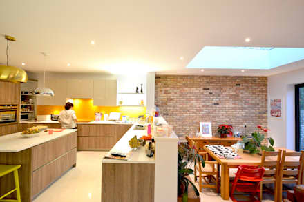Grange Park, Enfield N21 | House extension: modern Kitchen by GOAStudio | London residential architecture
