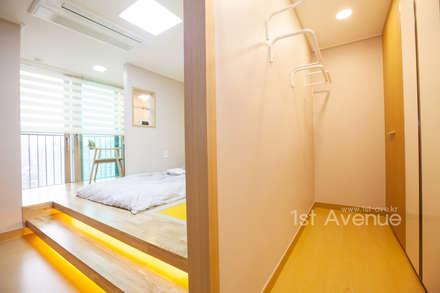 개성있는 침실이 있는 왕십리 인테리어: 퍼스트애비뉴의  침실