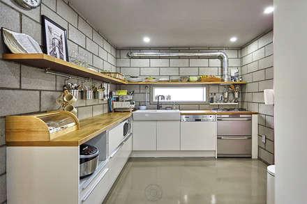 인더스트리얼 오픈형 주방: 제이앤예림design의  주방