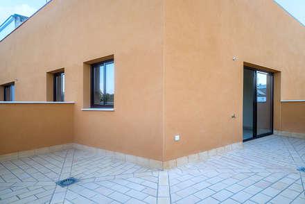 TERRAZA DE ÁTICO 2: Terrazas de estilo  de Ardes Arquitectos